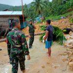 Koramel 02 Tarempa Cepat Tanggap Lakukan Evakuasi Korban Banjir dan Tanah Longsor