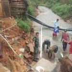 Koramil 02 Tarempa Bersihkan Singai Bersama Warga Binaan Paska Banjir Bandang
