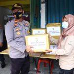 Polres Karimun Serahkan Bantuan Kepada 13 Kepala Keluarga Yang Terkena Musibah Kebakaran