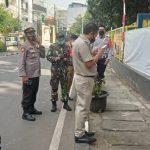 Hindari Lonjakan Covid, Polsek Tanjung Duren dan Tiga Pilar Tutup Taman Waduk Grogol