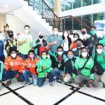 Ketua MPR RI Serahkan Paket Bantuan Susu Kepada Pengemudi Ojol