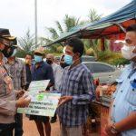 Perketat PPKM Mikro di Natuna, Bupati, Kapolres dan TNI Natuna Berikan Bansos